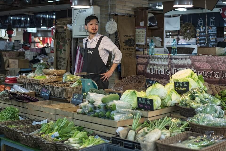 Как подобрать персонал для торговли овощами и фруктами